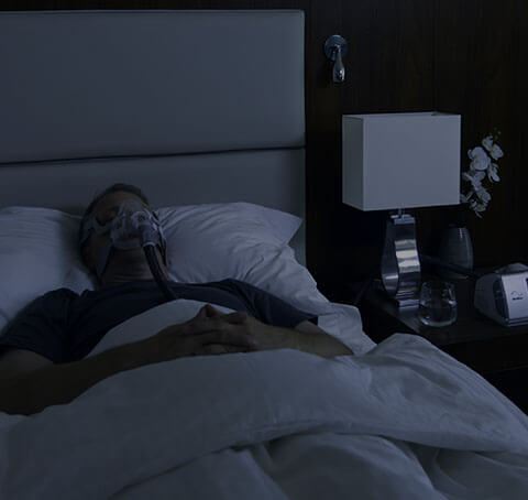Man sleeping with Aircurve10 CS Pacewave - ResMed Middle East